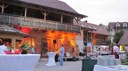 Dorfplatz-mit-Beleuchtung